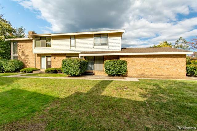 7183 Pebble Park Drive, West Bloomfield Twp, MI 48322 (#2200071649) :: GK Real Estate Team