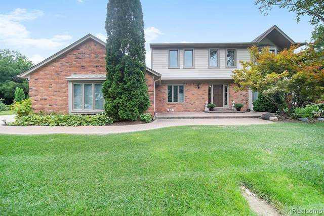 4584 Walden Drive, Bloomfield Twp, MI 48301 (#2200072642) :: The BK Agency