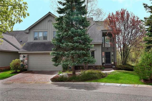 7027 Daventry Woods Drive, West Bloomfield Twp, MI 48322 (#2200072988) :: The Mulvihill Group