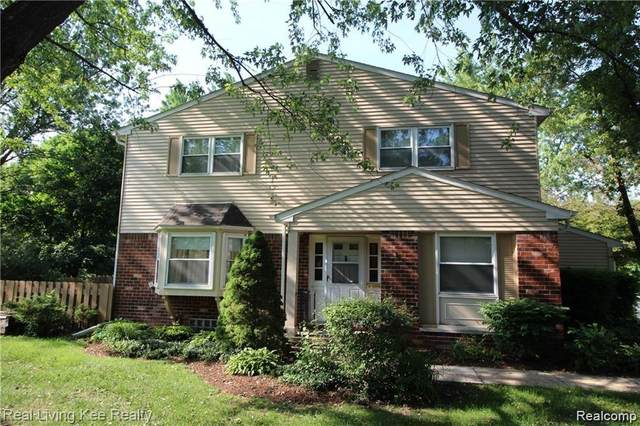 5761 Northfield Parkway, Troy, MI 48098 (#2200073357) :: Duneske Real Estate Advisors