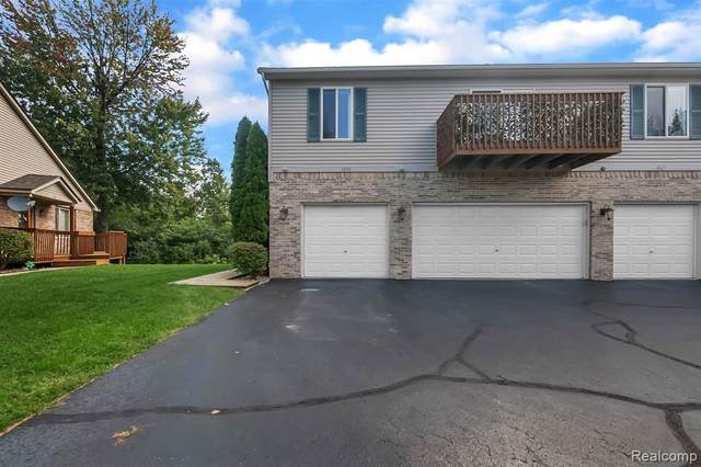 1035 Old Leake Court, Holly Vlg, MI 48442 (MLS #2200074420) :: The John Wentworth Group