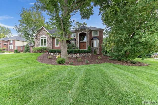 20950 Normandy Court, Novi, MI 48167 (#2200075623) :: BestMichiganHouses.com