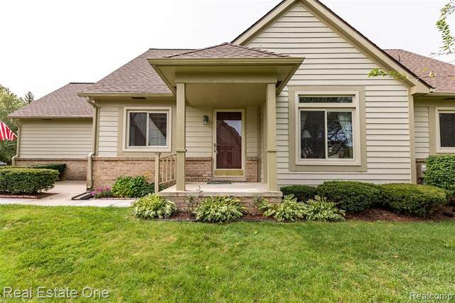 2604 Maple Forest Court #15, Wixom, MI 48393 (#2200076116) :: The Mulvihill Group