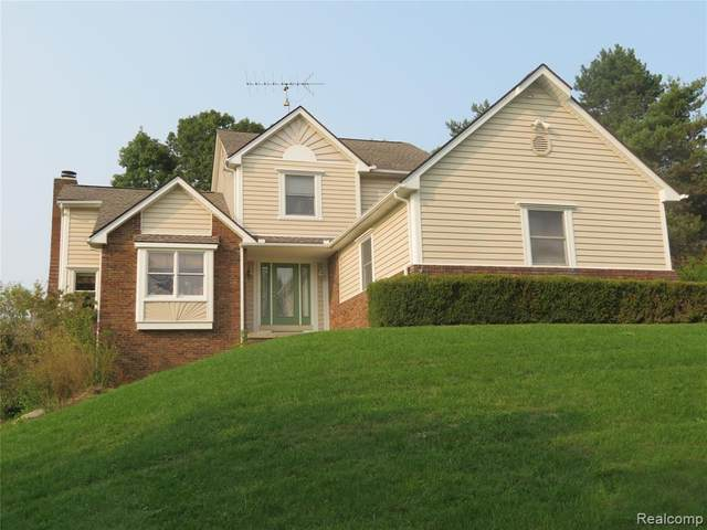 9346 Blueberry Hill, Hartland Twp, MI 48843 (#2200076347) :: Novak & Associates