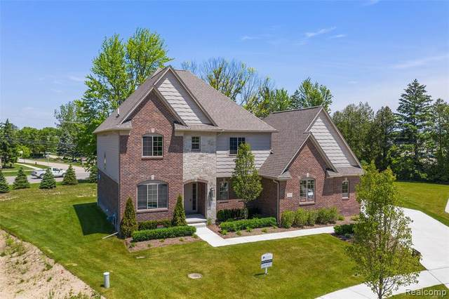 52938 Forest Grove Drive, Shelby Twp, MI 48315 (#2200077439) :: The Mulvihill Group