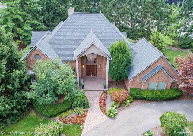 4063 Country Club Drive, Bloomfield Twp, MI 48301 (#2200077568) :: The Mulvihill Group