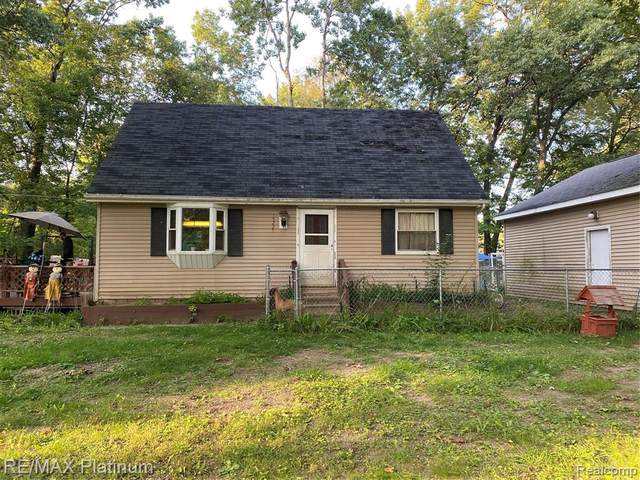 15225 Outer Dr, Argentine Twp, MI 48451 (#2200079185) :: BestMichiganHouses.com