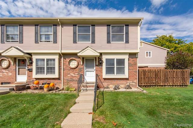 19823 Great Oaks Circle North, Clinton Twp, MI 48036 (#2200080684) :: Alan Brown Group