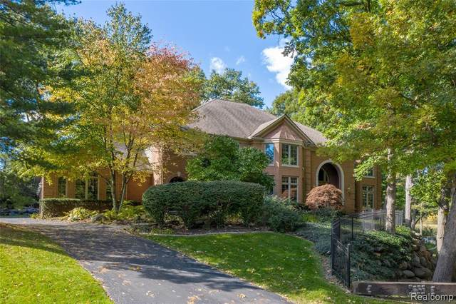 7276 Hiddenbrook Lane, Bloomfield Twp, MI 48301 (#2200080739) :: BestMichiganHouses.com