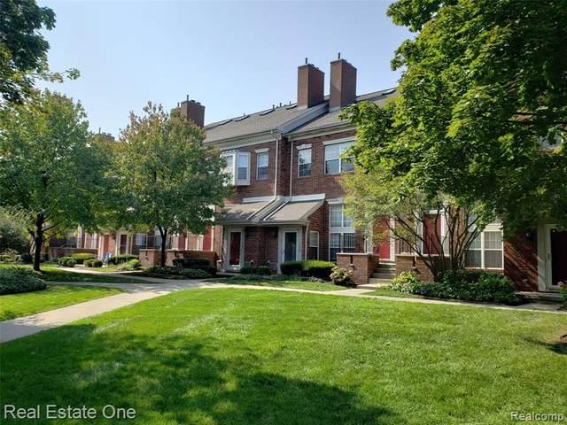 1453 Chesapeake #40, Royal Oak, MI 48067 (MLS #2200080762) :: The John Wentworth Group