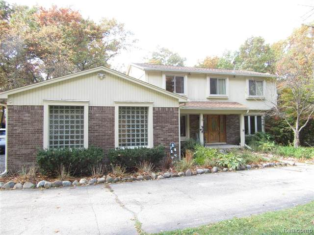 4700 Kincardine, Milford Twp, MI 48381 (#2200084354) :: The Mulvihill Group