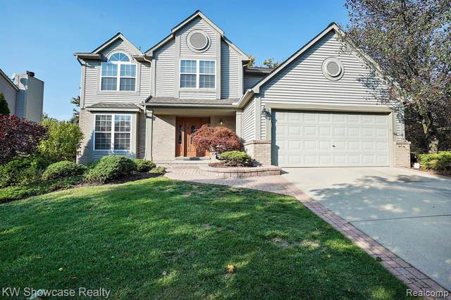 2800 Augusta Dr, Commerce Twp, MI 48382 (MLS #2200085210) :: The John Wentworth Group