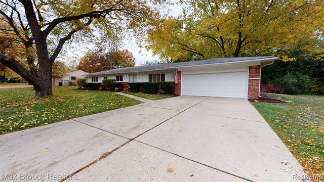 2653 Berry Drive, Bloomfield Twp, MI 48304 (#2200088931) :: Alan Brown Group