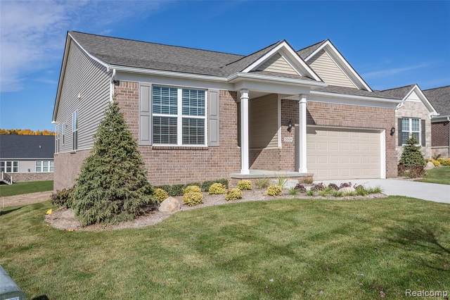 5004 Brookridge Drive, Independence Twp, MI 48348 (#2200091379) :: NextHome Showcase