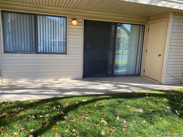 3825 Lone Pine Rd Apt 101, West Bloomfield Twp, MI 48323 (#2200091568) :: The Mulvihill Group