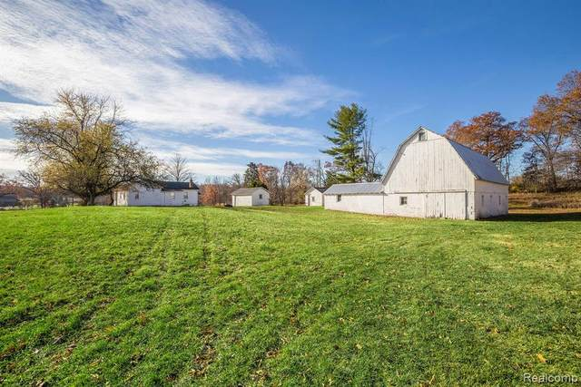 4260 W Buno Road, Milford Twp, MI 48380 (#2200091718) :: The Alex Nugent Team | Real Estate One