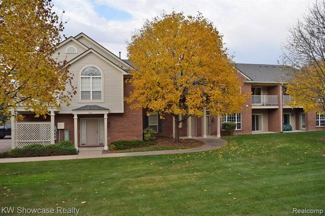 4105 Chesapeake Circle, Commerce Twp, MI 48390 (#2200091962) :: NextHome Showcase