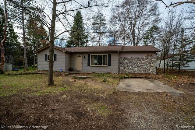 4304 Collins Road, Oakland Twp, MI 48306 (#2200092294) :: The Alex Nugent Team | Real Estate One