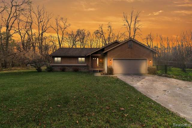 1071 Tracilee Drive, Howell, MI 48843 (MLS #2200093831) :: The John Wentworth Group