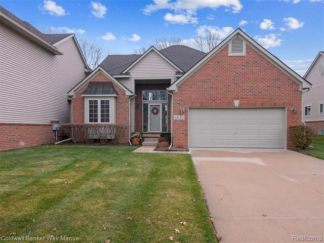 6030 Lochmore Dr #52, Commerce Twp, MI 48382 (#2200094987) :: Alan Brown Group