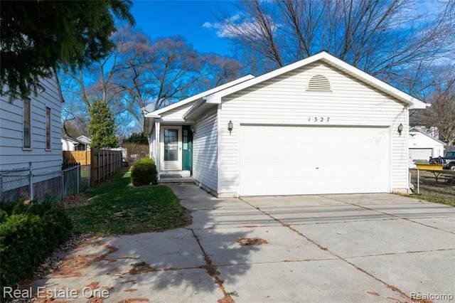 1327 E Auburn Road, Rochester Hills, MI 48307 (#2200095554) :: The Alex Nugent Team   Real Estate One
