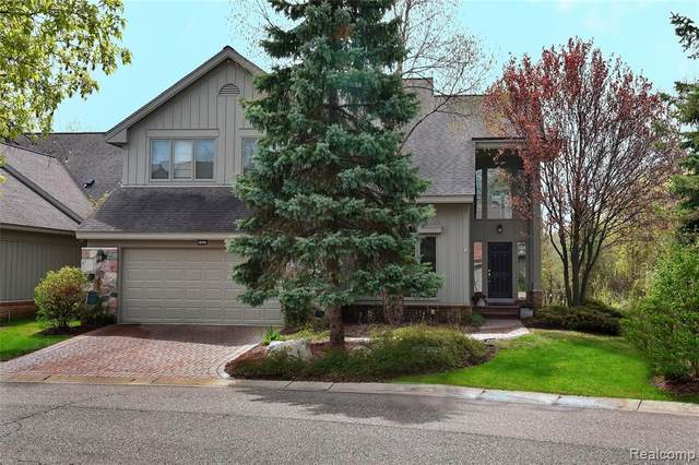 7027 Daventry Woods Drive, West Bloomfield Twp, MI 48322 (#2200095749) :: NextHome Showcase