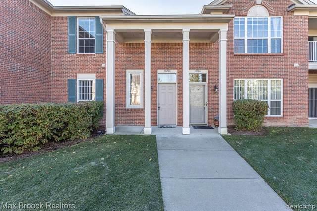 30208 Chesapeake Circle #359, Commerce Twp, MI 48390 (#2200096585) :: Keller Williams West Bloomfield