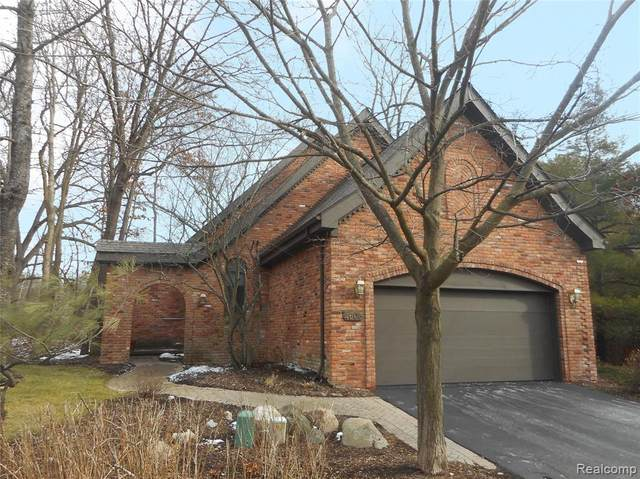 4605 Rue St Michelle, West Bloomfield Twp, MI 48323 (#2200098474) :: The Alex Nugent Team | Real Estate One