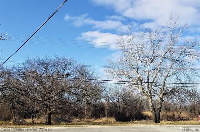 3201 Joslyn Road, Auburn Hills, MI 48326 (#2200101566) :: Real Estate For A CAUSE