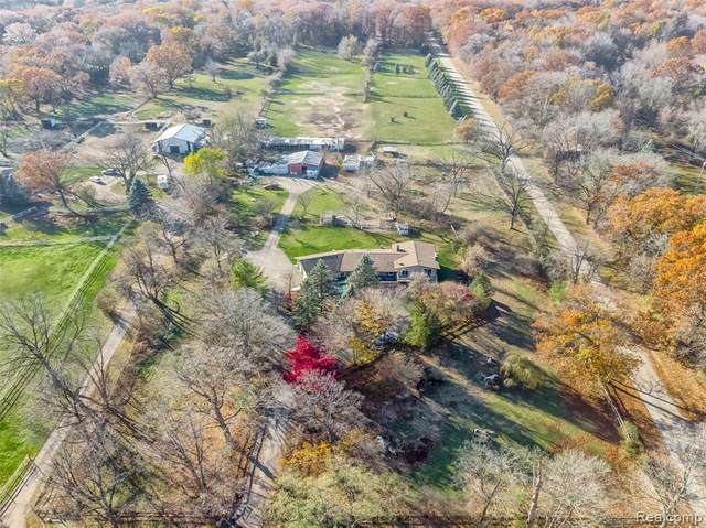 510 S Garner Road, Milford Twp, MI 48380 (#2210000564) :: The Merrie Johnson Team