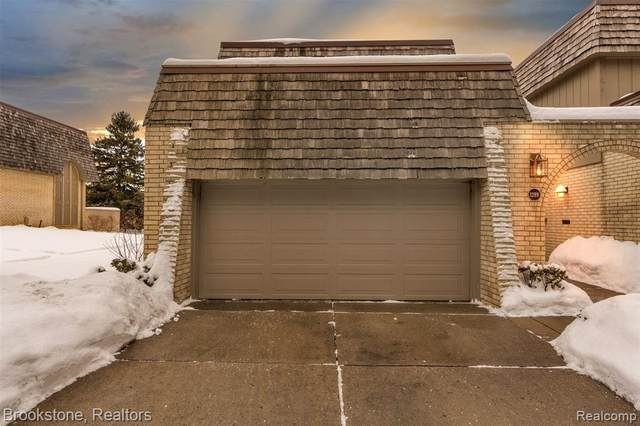 1289 Oakwood Court S, Rochester Hills, MI 48307 (MLS #2210001171) :: The Toth Team