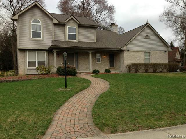 2993 Green Woods Court, West Bloomfield Twp, MI 48324 (#2210003067) :: The Alex Nugent Team | Real Estate One