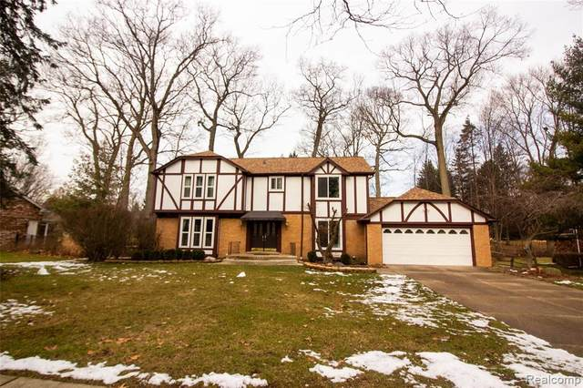 2624 Homewood Drive, Troy, MI 48098 (MLS #2210003083) :: The John Wentworth Group
