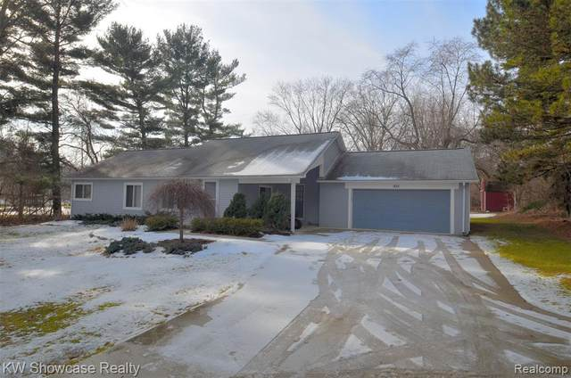 935 S Duck Lake Road, Milford Twp, MI 48381 (#2210003091) :: The Alex Nugent Team | Real Estate One