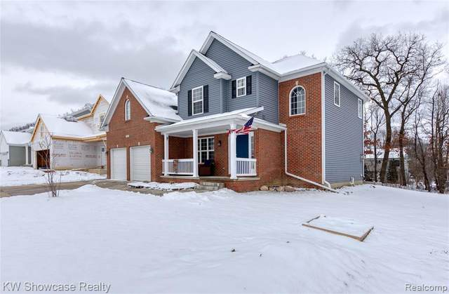 2132 Rolling Hills Drive, Holly Twp, MI 48442 (MLS #2210003756) :: The John Wentworth Group