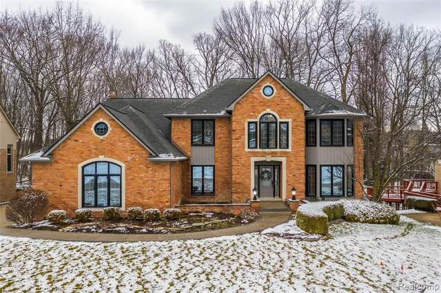 3260 Parkwood Drive, Rochester Hills, MI 48306 (#2210003765) :: The BK Agency