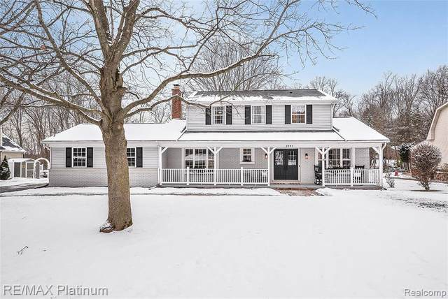 2581 Parkway Pl, Hartland Twp, MI 48353 (MLS #2210004431) :: The John Wentworth Group