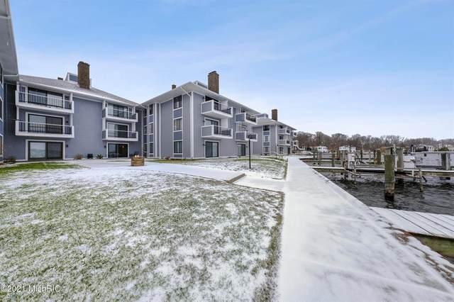 400 Lakeview Court 7B, Spring Lake Vlg, MI 49456 (#71021002282) :: Robert E Smith Realty