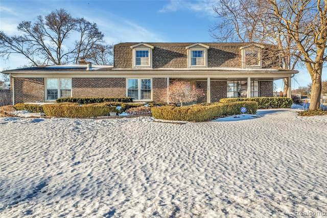 2599 Belle View Drive, Shelby Twp, MI 48316 (MLS #2210006664) :: The John Wentworth Group