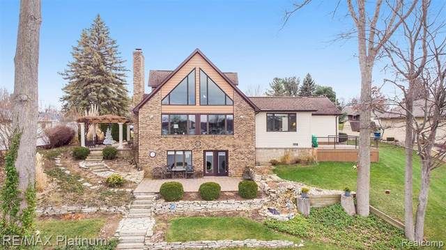 5040 Island View, Linden, MI 48451 (#2210007073) :: The Mulvihill Group