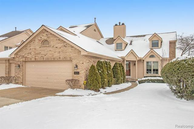 18274 Blue Heron Drive W, Northville, MI 48168 (#2210007168) :: Keller Williams West Bloomfield