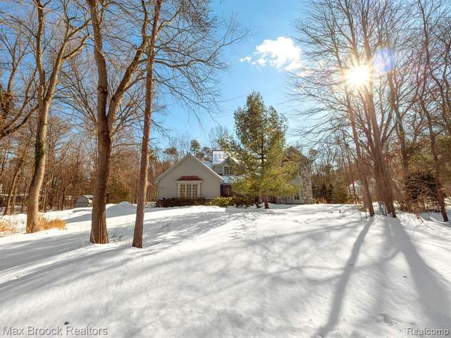 5811 Pine Breeze Drive, Independence Twp, MI 48346 (#2210007816) :: Real Estate For A CAUSE