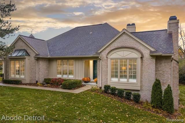 2447 Hickory Glen Drive, Bloomfield Hills, MI 48304 (#2210007983) :: The Merrie Johnson Team