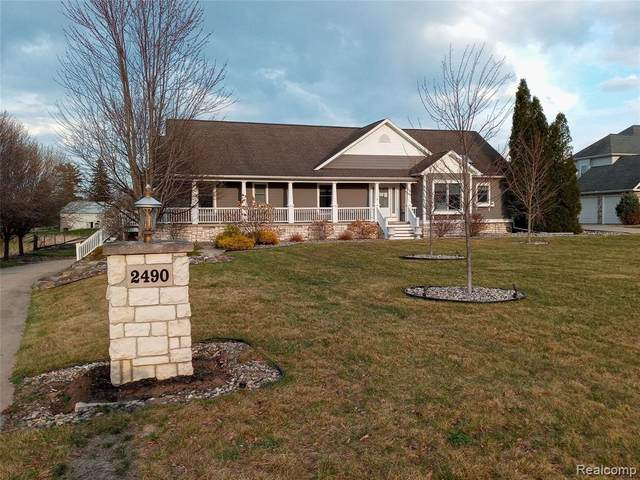 2490 N Miller Road, Thomas Twp, MI 48609 (#2210009186) :: Duneske Real Estate Advisors