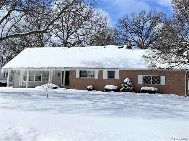 5320 S Dyewood Drive, Flint Twp, MI 48532 (#2210011068) :: Real Estate For A CAUSE
