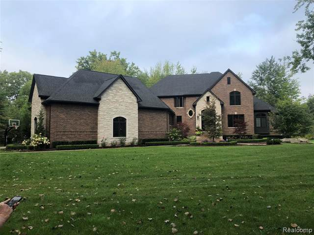 2164 Bauman Road, Columbus Twp, MI 48063 (#2210011696) :: Keller Williams West Bloomfield