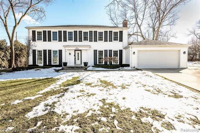 582 S Spinningwheel Lane, Bloomfield Twp, MI 48304 (#2210011880) :: Alan Brown Group