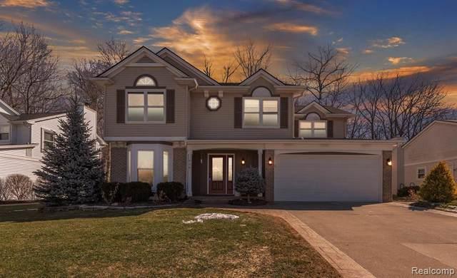 956 Oak Creek Drive, South Lyon, MI 48178 (#2210013242) :: Duneske Real Estate Advisors