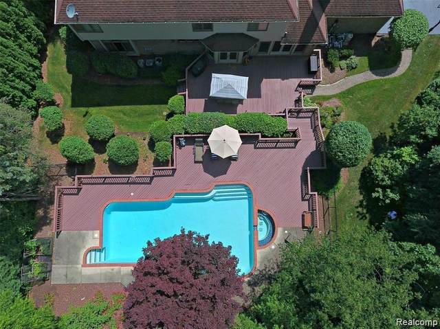 2870 Meadowood Lane, Bloomfield Twp, MI 48302 (#2210015982) :: Duneske Real Estate Advisors