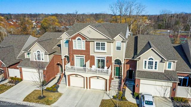 6537 Berry Creek Lane, West Bloomfield Twp, MI 48322 (#2210018641) :: BestMichiganHouses.com